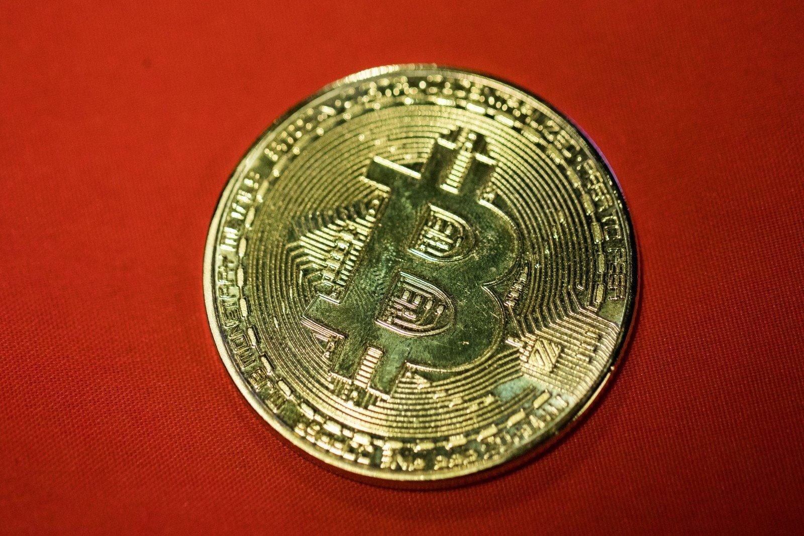 alternatyvi prekybos sistema bitkoinas dvejetainio pasirinkimo sandorių akcijų rinka